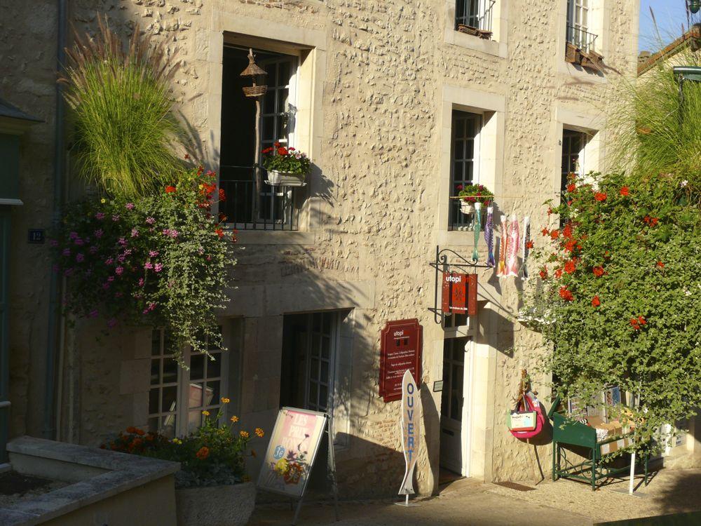 utopiarts-rue-montebello-2