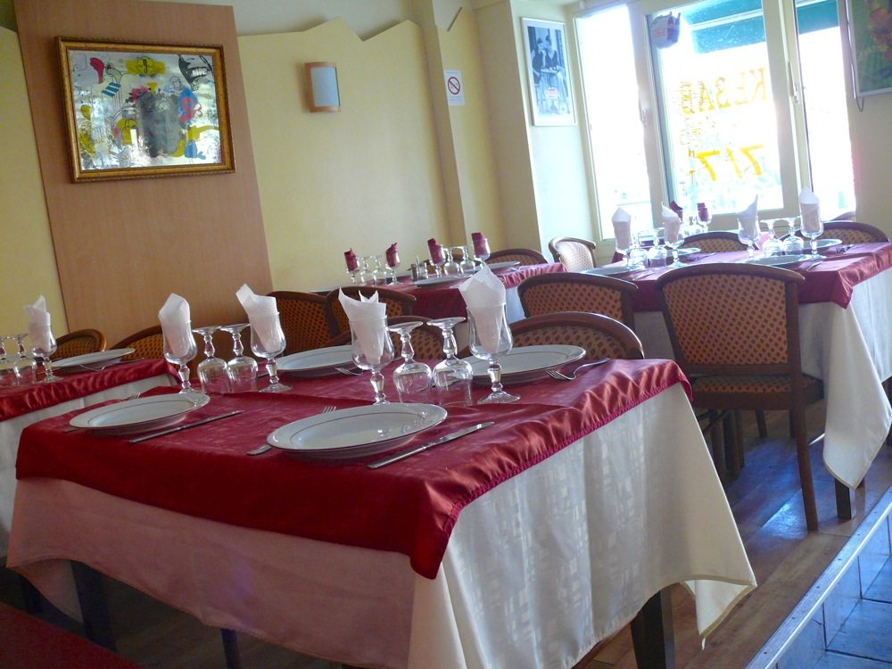restaurant-pakistanais-tables