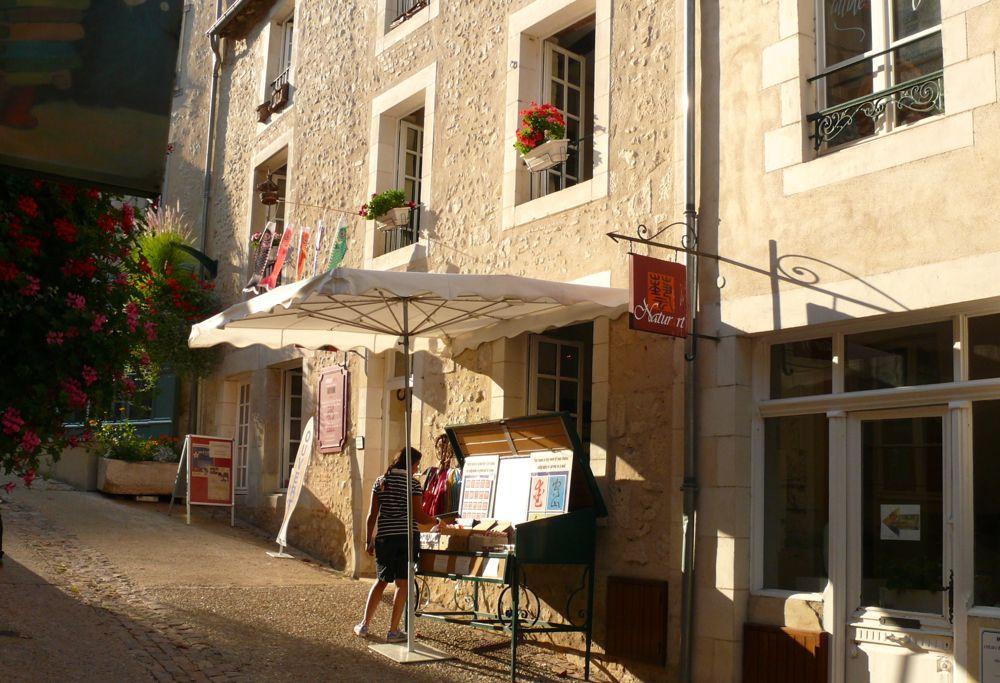 utopiarts-rue-montebello-1